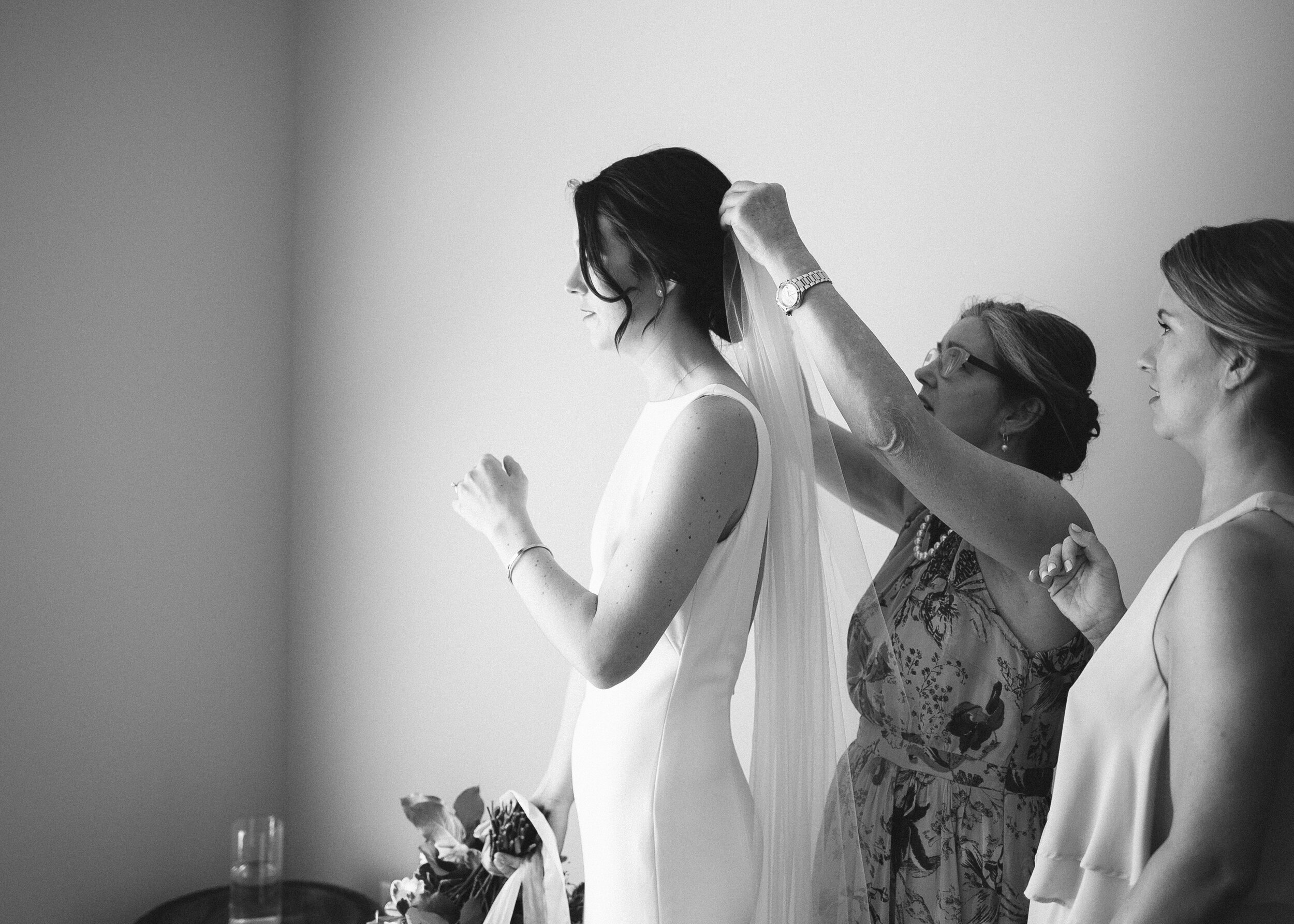 bride_getting_ready_home_chapel_hill