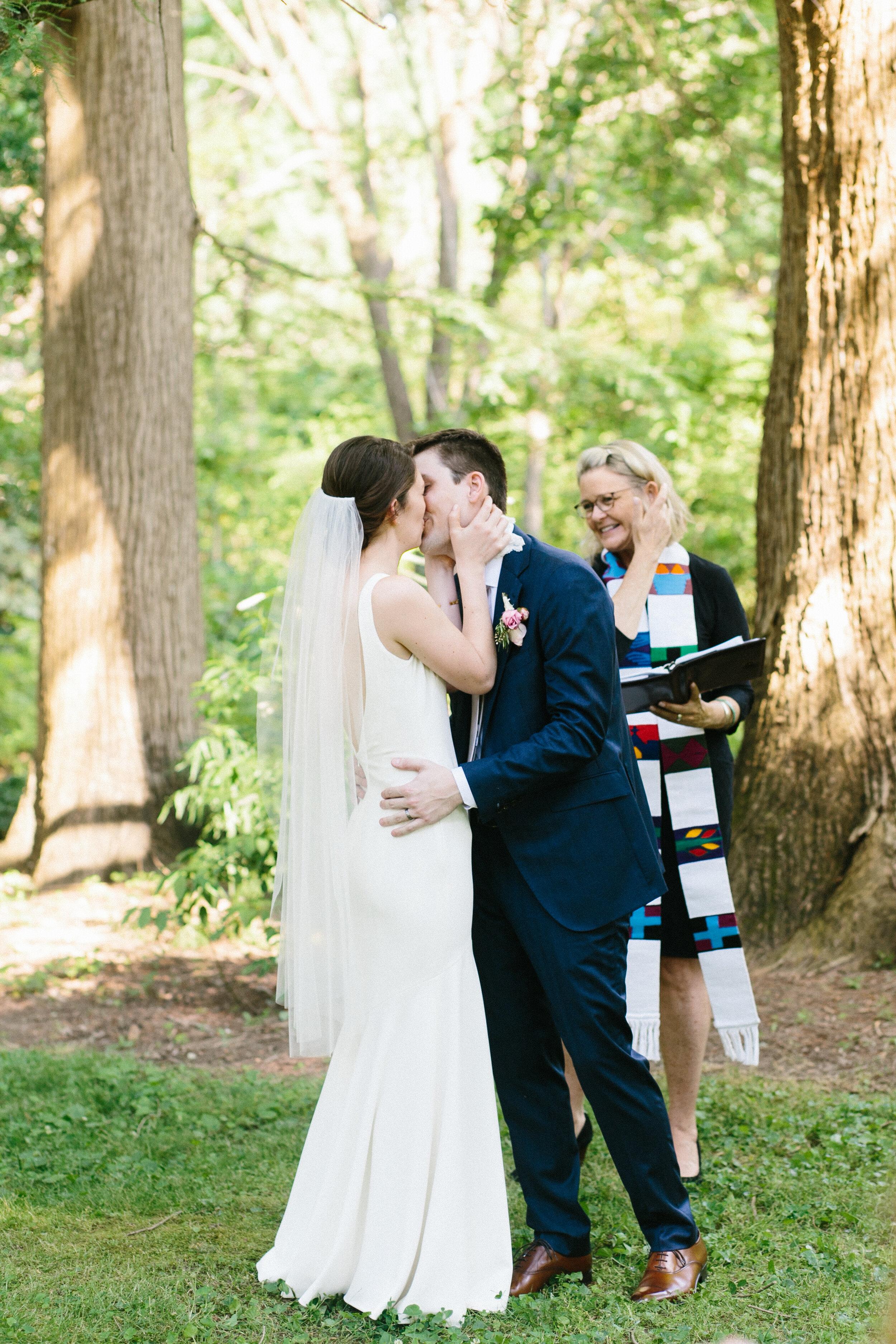 wedding_kiss_coker_arboretum