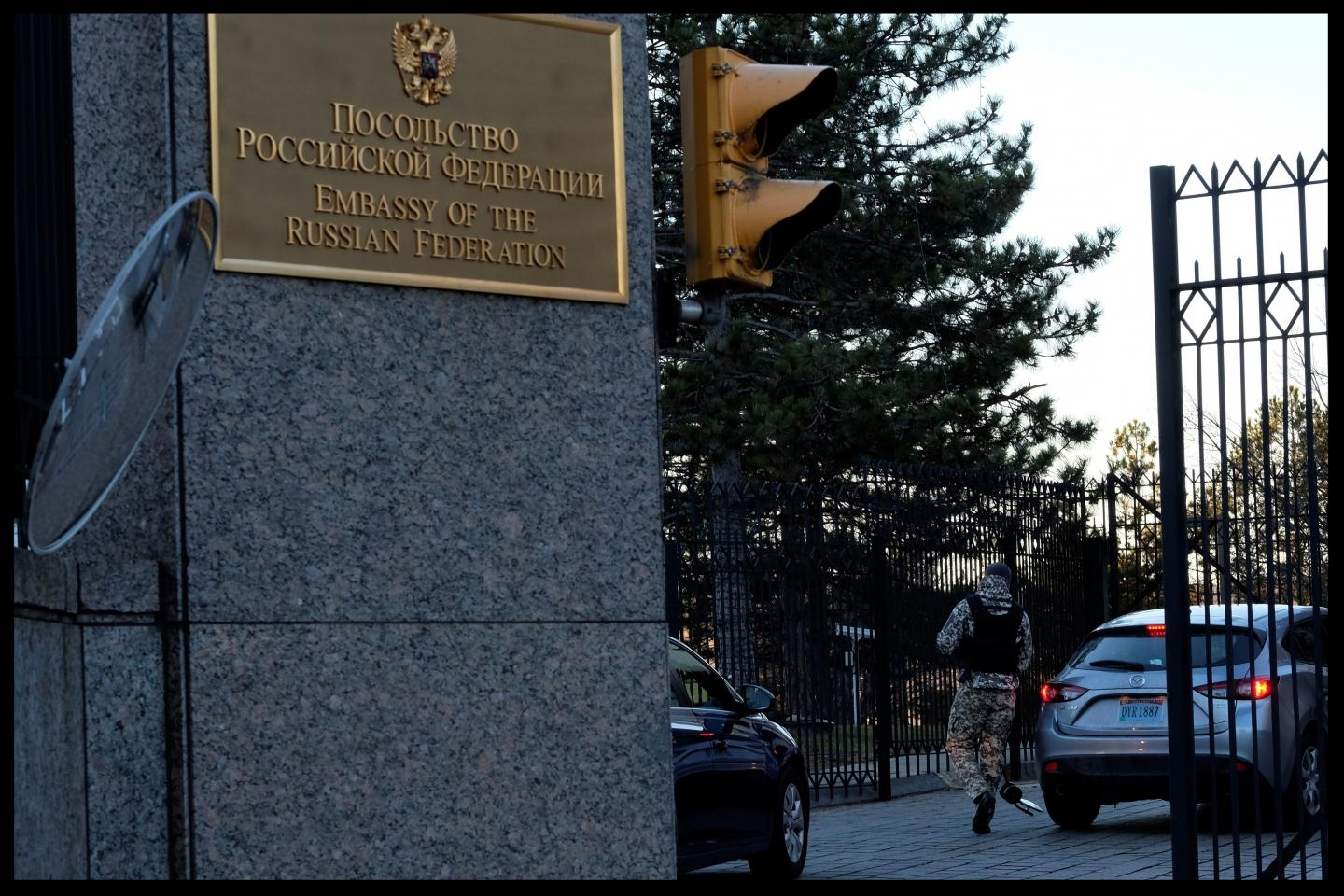 """A guard screens cars entering the Russian embassy on Wisconsin Avenue in Washington, December 29, 2016. The embassy has at times become actively involved in international disputes between the U.S. and Russia, most recently accusing the U.S. of """"kidnapping"""" a Russian citizen accused of cyber-fraud, June 5, 2017."""