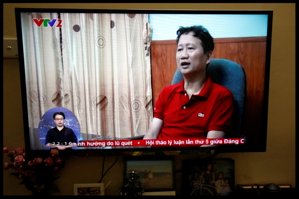 FILE PHOTO: An image of Vietnamese former oil executive Trinh Xuan Thanh is seen on a TV screen on state-run television VTV, saying he turns himself in at a police station in Hanoi, Vietnam August 3, 2017.  REUTERS/Kham REUTERS