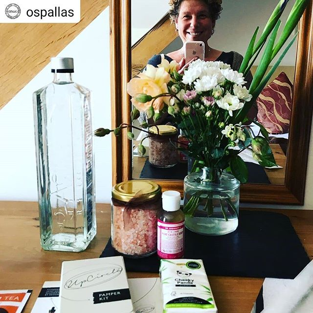 We love having this gorgeous lady with us on retreat. She makes the best nut cheese and raw pizzas so it's a treat to be making her food for a change. 💞  #Repost @ospallas • • • • • This week I am on retreat!!!! #cheflife #forbideninthekitchen #spontaneousbreak this literally never happens and I'm not sure how I'm gonna manage #relaxation or how they're gonna keep me out the #kitchen #cheflife @anna__middleton @maca_mike #highfat #lowcarb #keto #plantbased #sugarfree