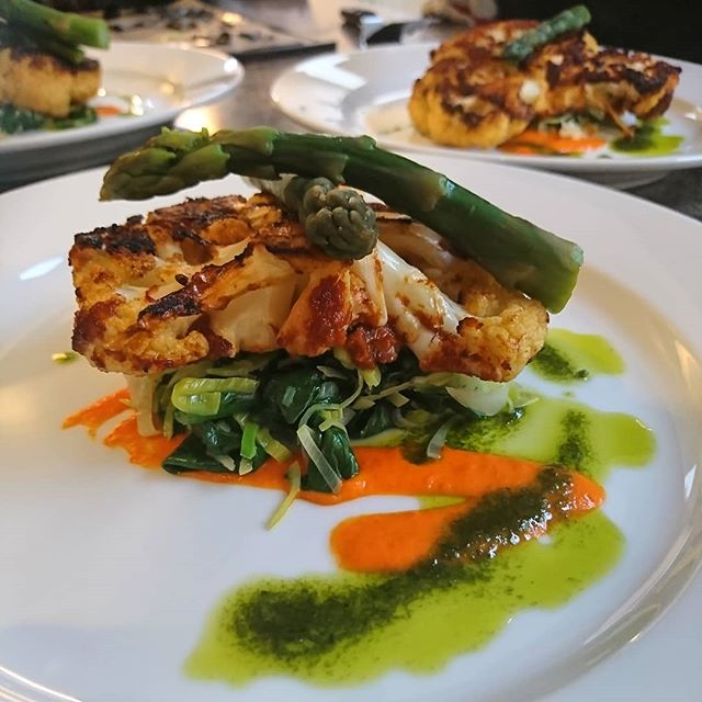 One of our favourite dishes to serve on retreat. Cauliflower steak coated in BBQ sauce, served on a bed of braised leeks and spinach with red pepper sauce and chive oil garnished with roasted hazelnuts and black garlic.  #blackgarlic #cauliflowersteak #plantbasedchef #diabetesretreats  With @maca_mike and @anna__middleton