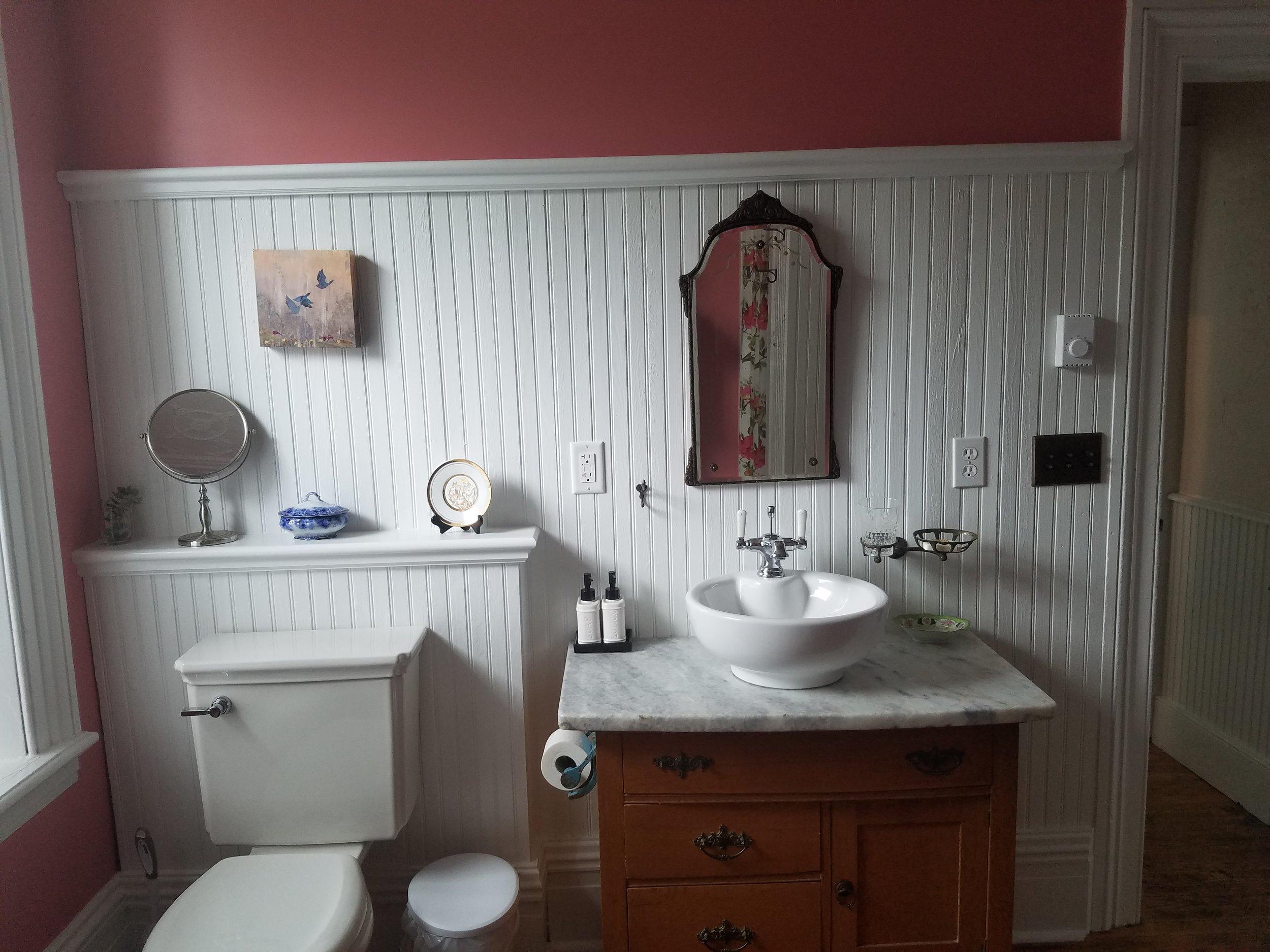 1865 Bathroom (2).jpg