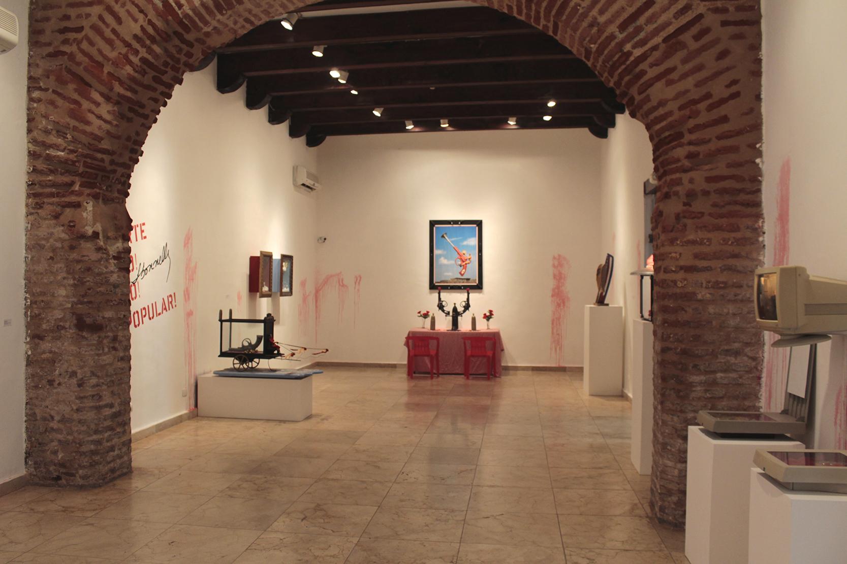 Vista de la exhibición  Arte Po! Po! Popular!  en el Centro Cultural de España Santo Domingo. 2017. Foto por José Morbán.