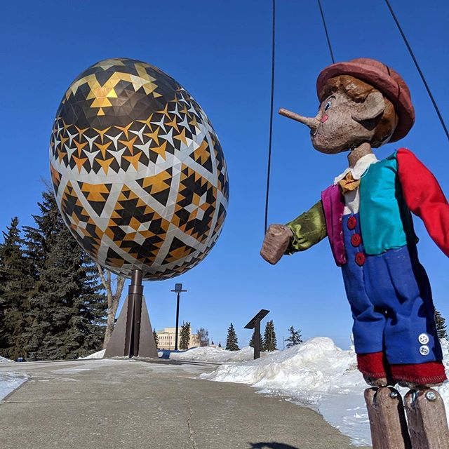 Pinocchio went to Vegreville today and saw the pysanka egg! He enjoyed it a lot! #tya #touring #pinocchio2019 #pysankaegg