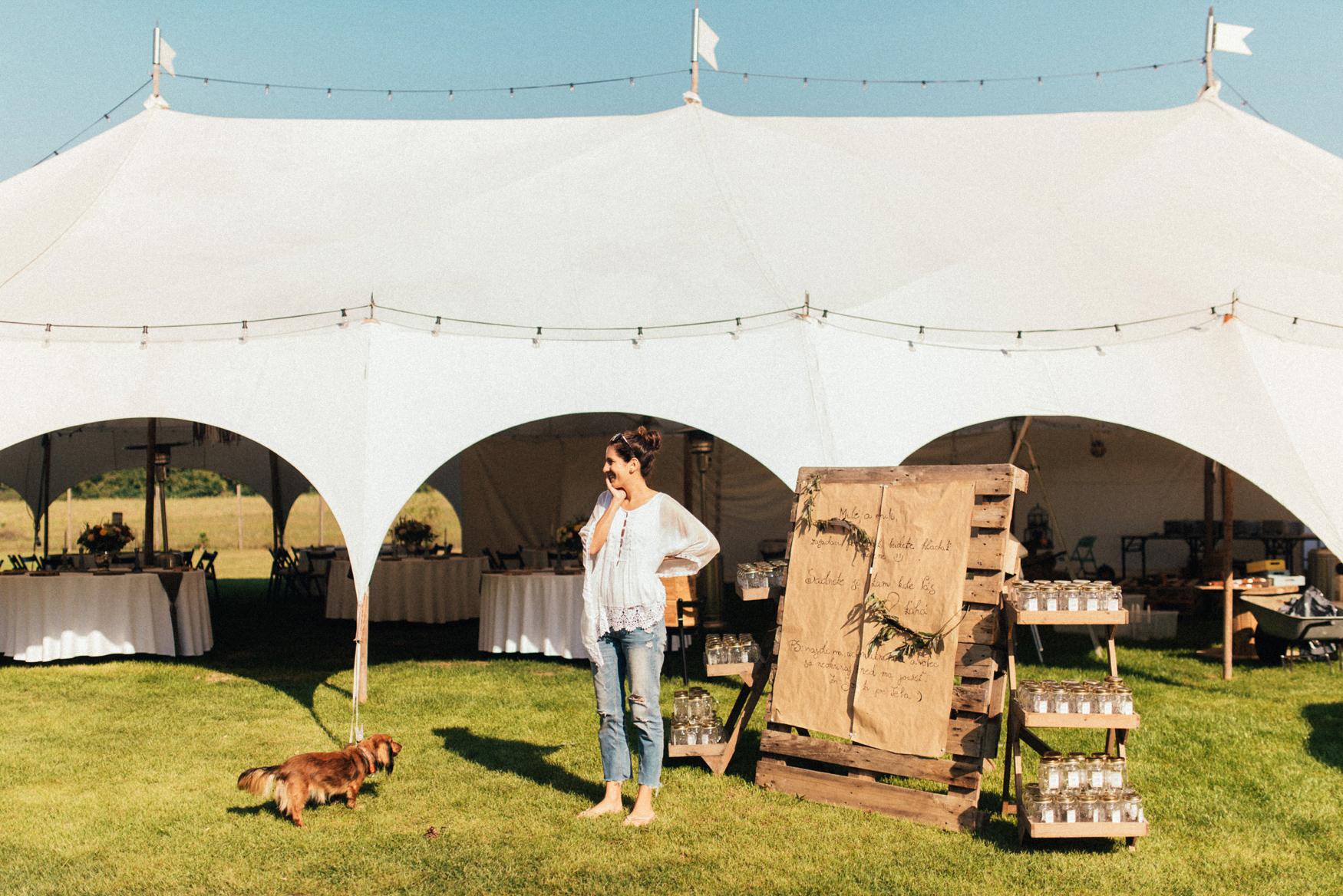 1 rustic summer barn wedding 012.jpg