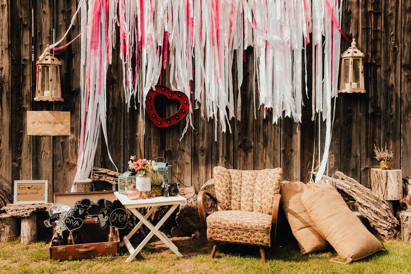 1 rustic summer barn wedding 015.jpg