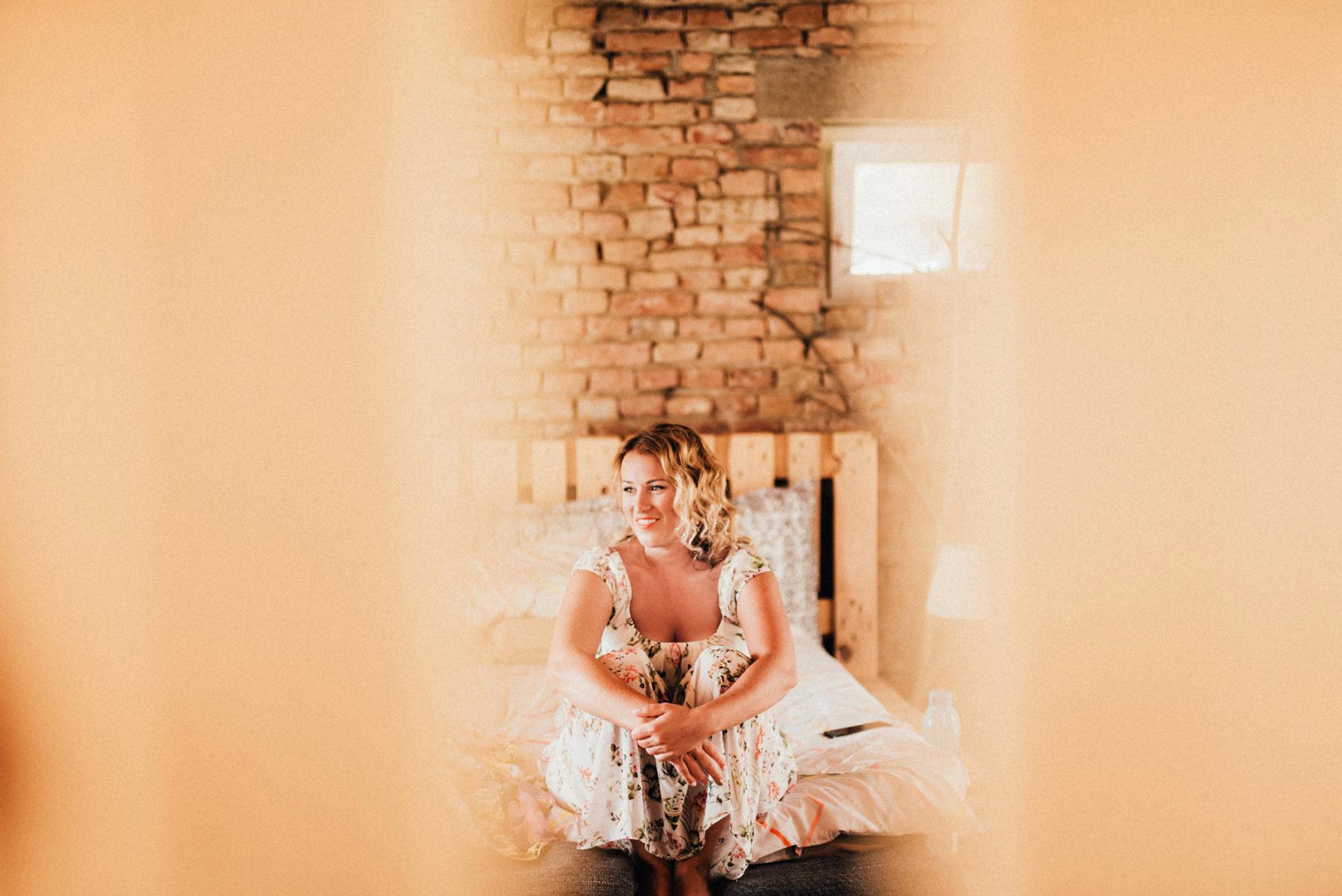 1 rustic summer barn wedding 022.jpg