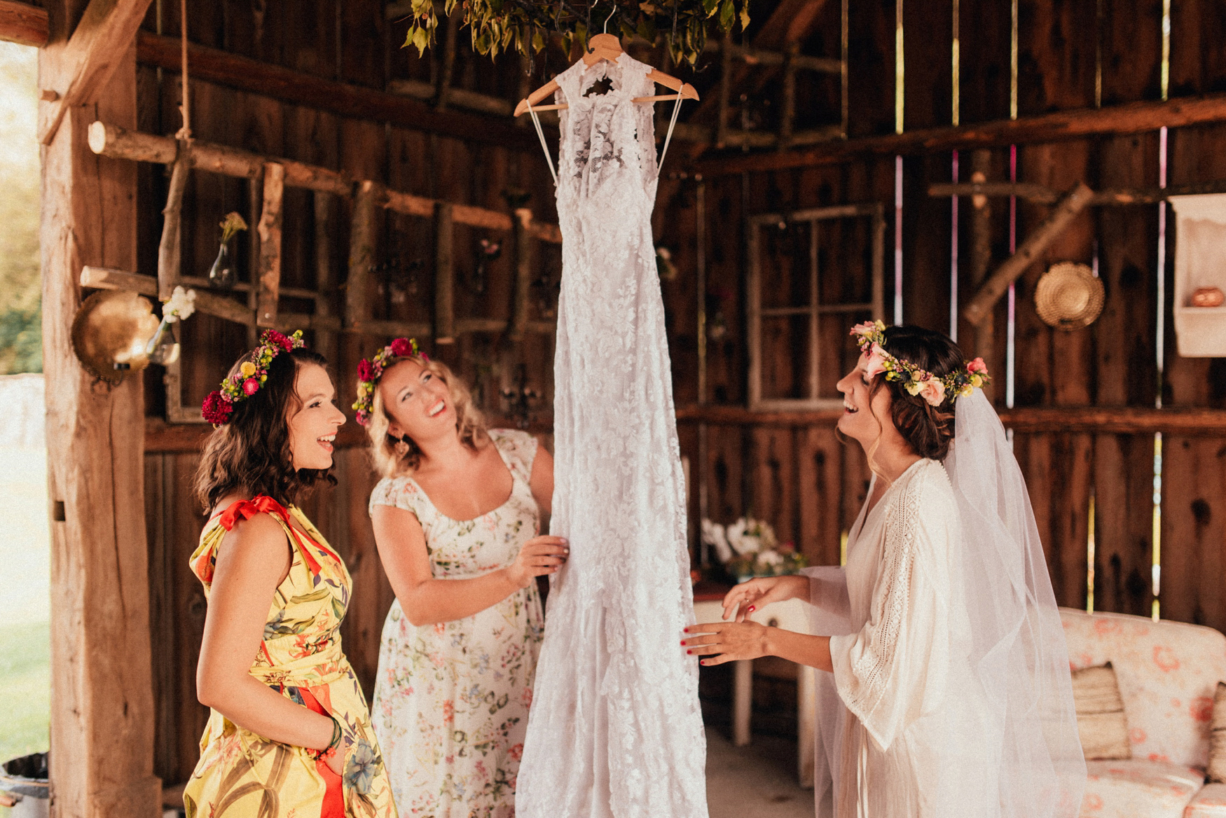 1 rustic summer barn wedding 031.jpg