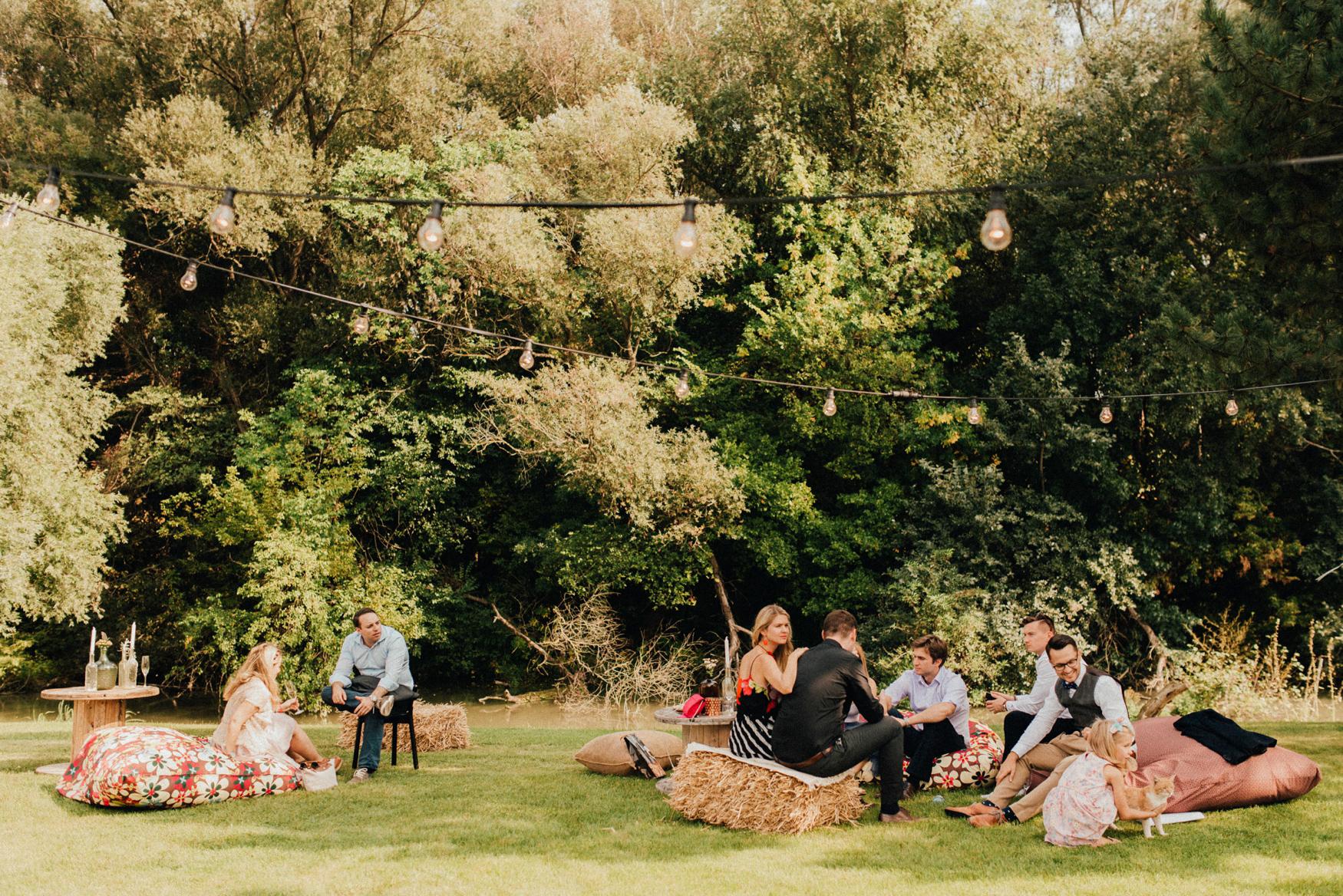 1 rustic summer barn wedding 039.jpg