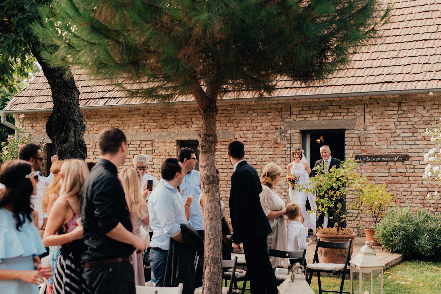 1 rustic summer barn wedding 048.jpg