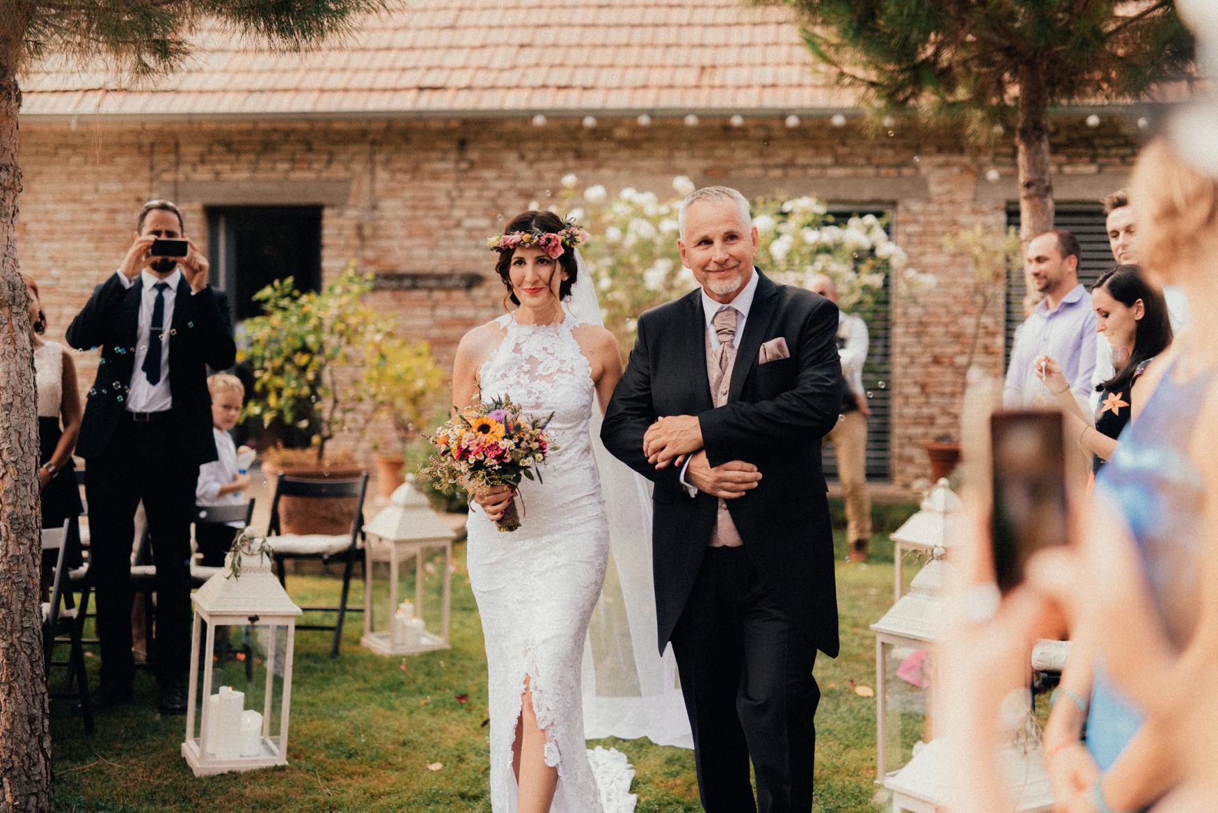 1 rustic summer barn wedding 050.jpg