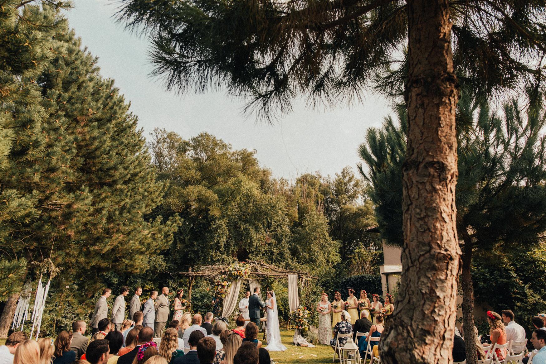 1 rustic summer barn wedding 055.jpg
