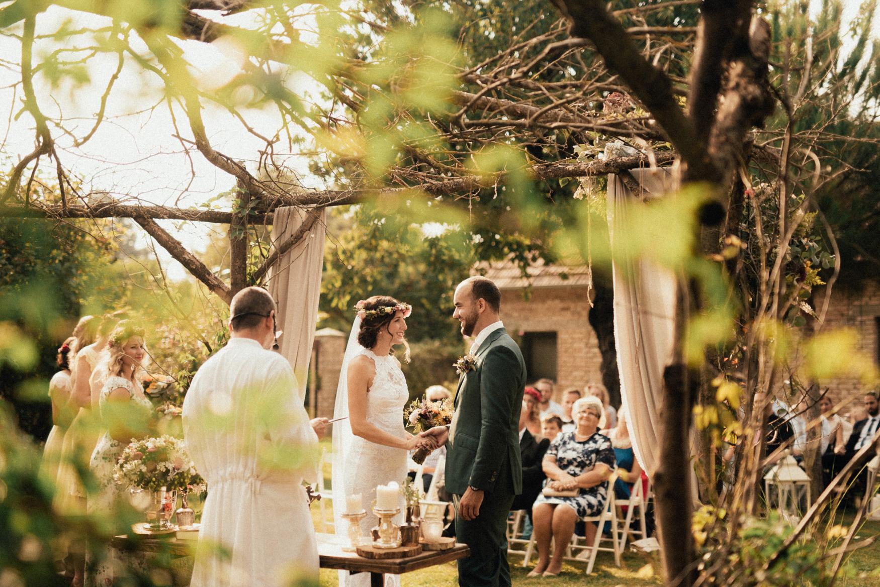 1 rustic summer barn wedding 056.jpg