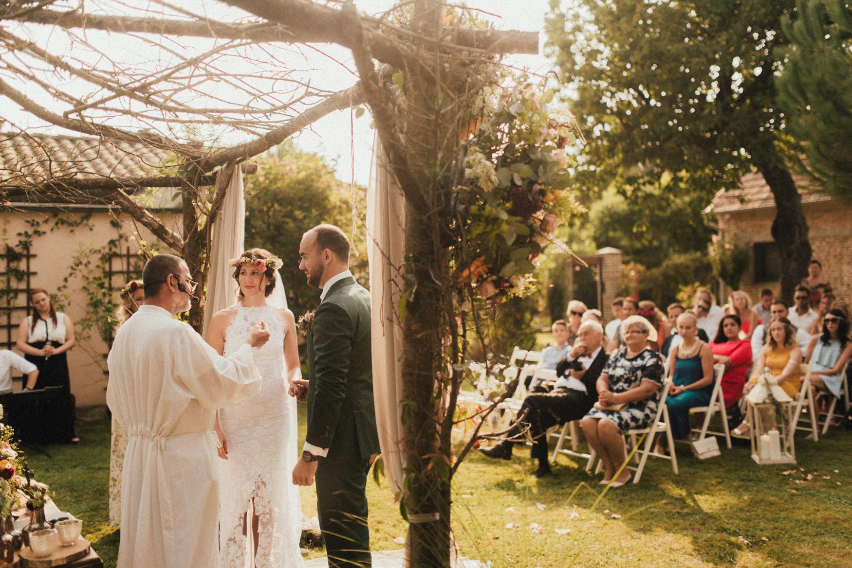 1 rustic summer barn wedding 064.jpg