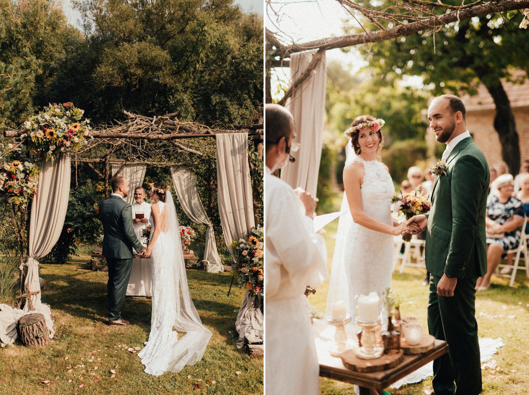 1 rustic summer barn wedding 067.jpg