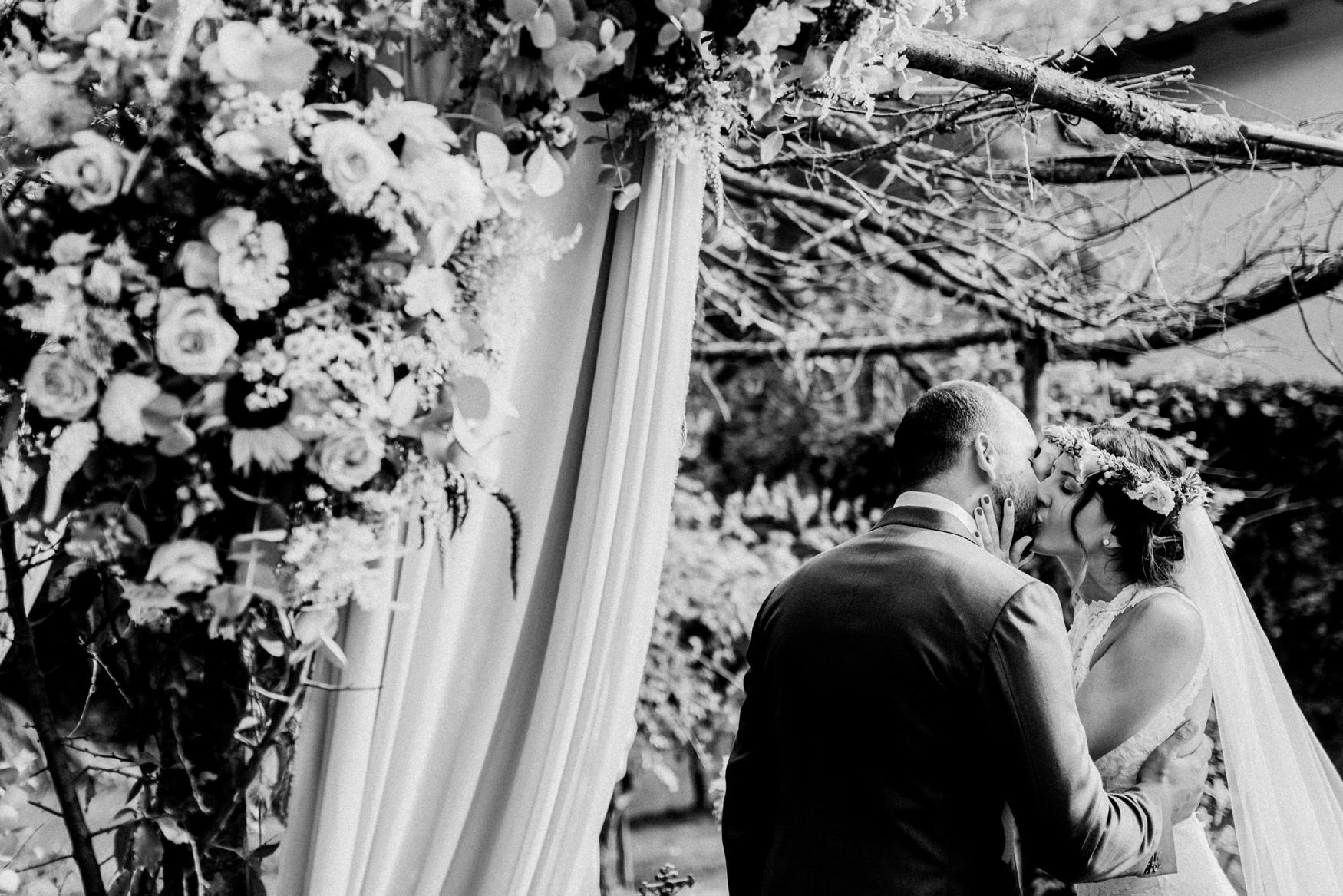 1 rustic summer barn wedding 070.jpg