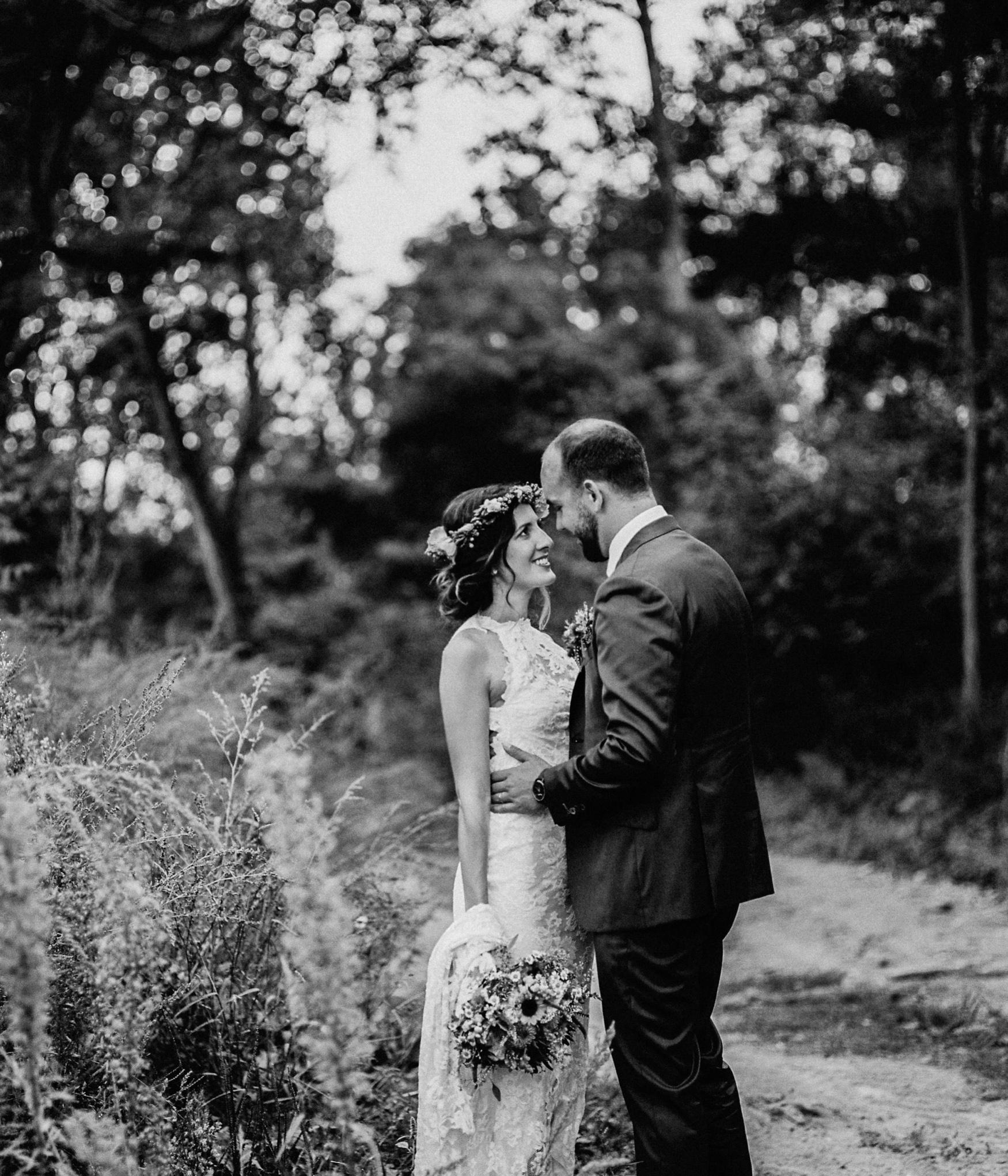 1 rustic summer barn wedding 085.jpg