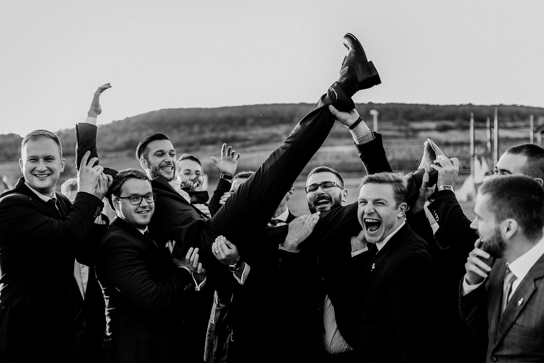 bestof2017_055 groom and groomsmen.jpg