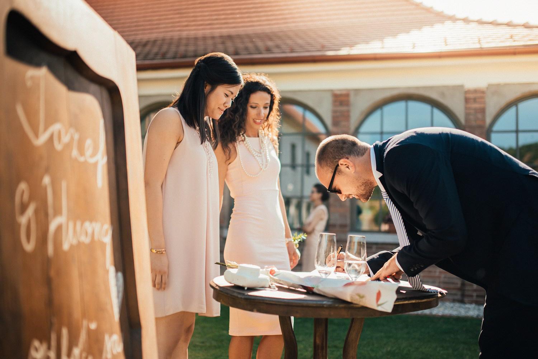 1 rustic outdoor wedding in vineyards 007.jpg