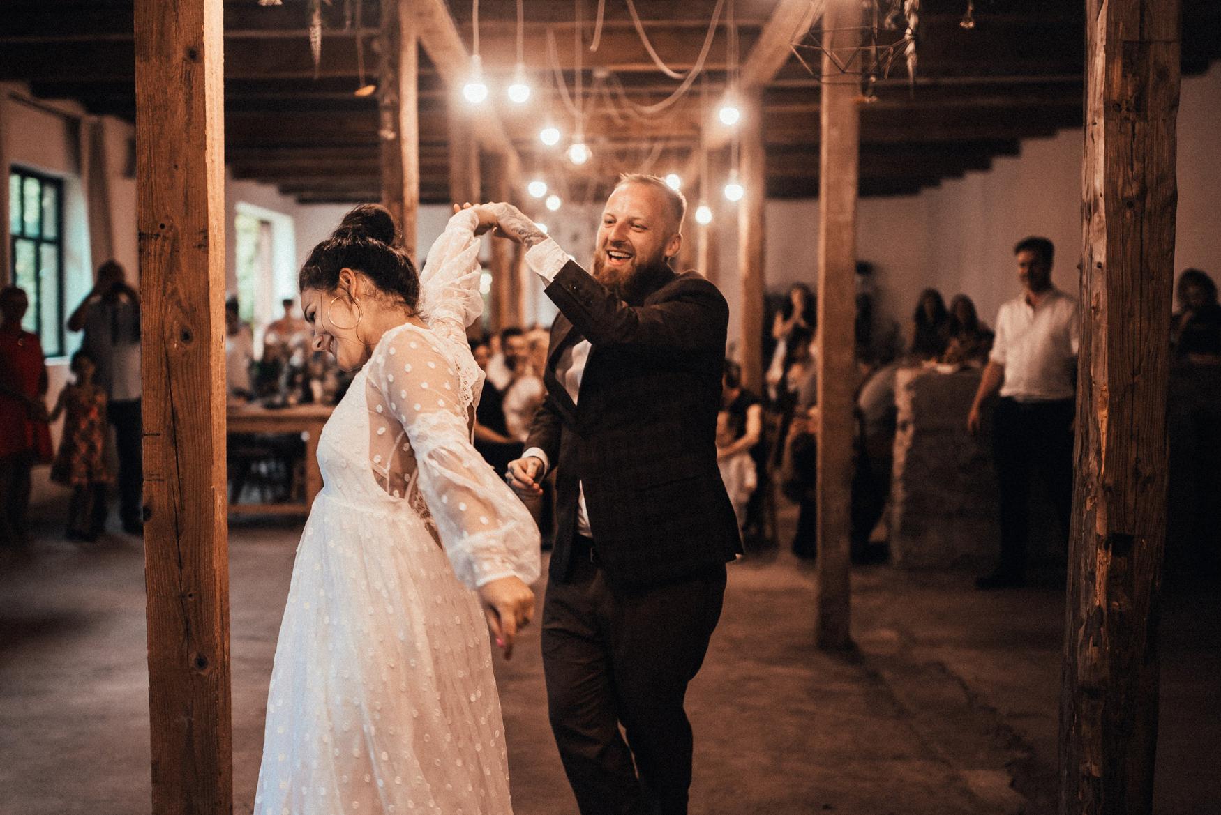k&p relaxed hipster barn wedding 098.jpg