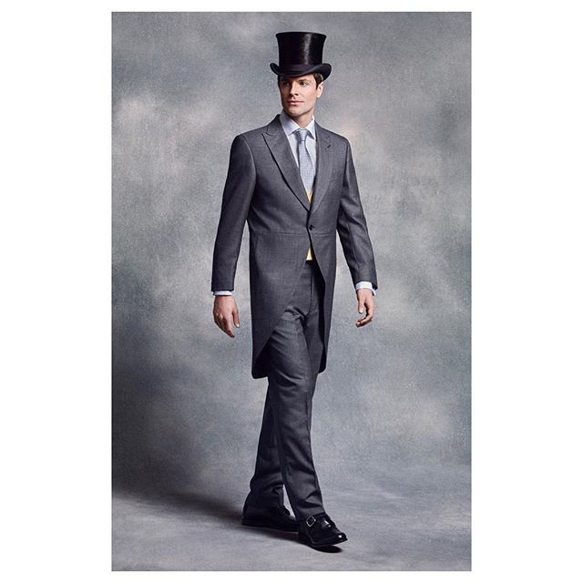 As an Official Licensee of #RoyalAscot for the third consecutive year, @shopoliverbrown are delighted to appear in the @ascotracecourse Official Style Guide, in association with @cunardline | 3-piece grey Morning Suit & Antique Silk Top Hat, the perfect Royal Enclosure look 🎩 | #OliverBrownxRoyalAscot