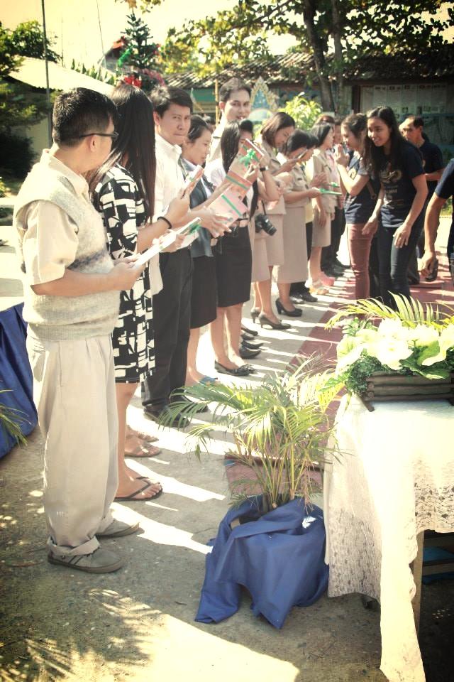 Teachers receive the Gospel of Luke