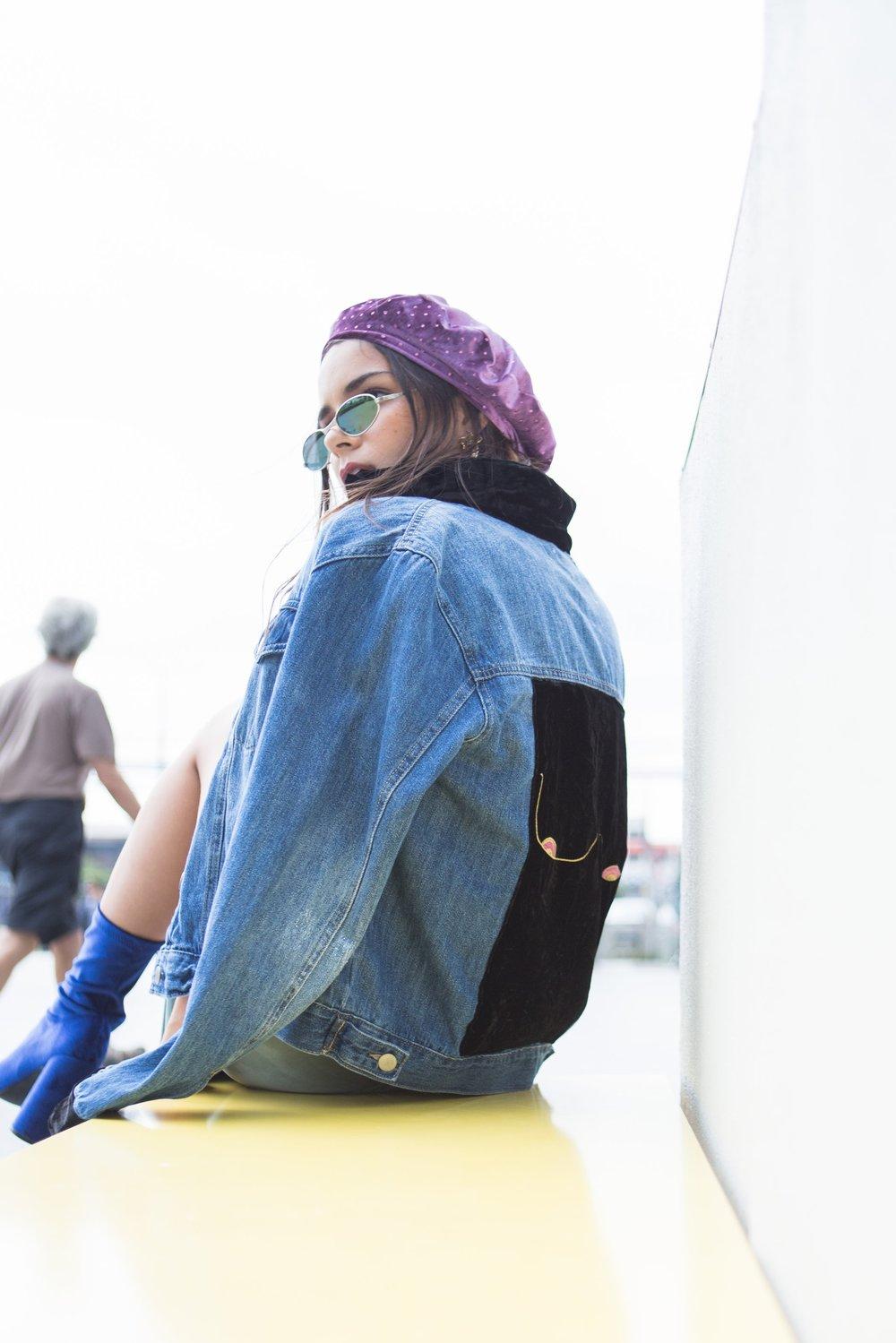 """OK! PAUSA! no puedo irme sin contarles de este CHUZO DE JACKET LOLA, la nueva colaboración de NNIA con la marca  AGUA DULCE , una edición limitada con el sello de la última colección  """"La femme by NNIA """", inspirada en la liberación femenina, en vestirnos para nosotras mismas y hacerle un tributo a nuestro cuerpo.  MUCHOS BESOS Y AMOR!  Jessi :)"""
