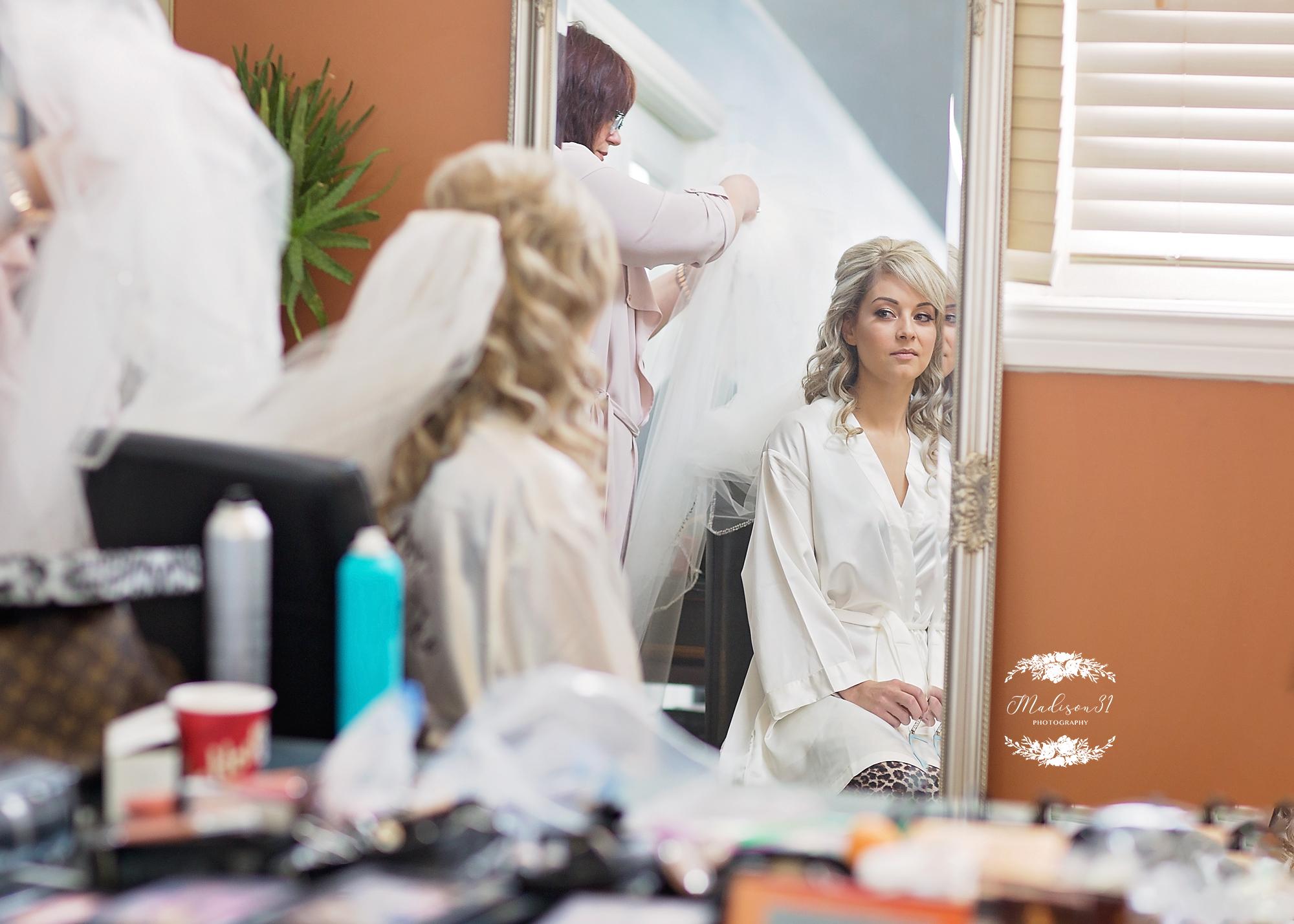Getting Ready Bride_0132 copy.jpg