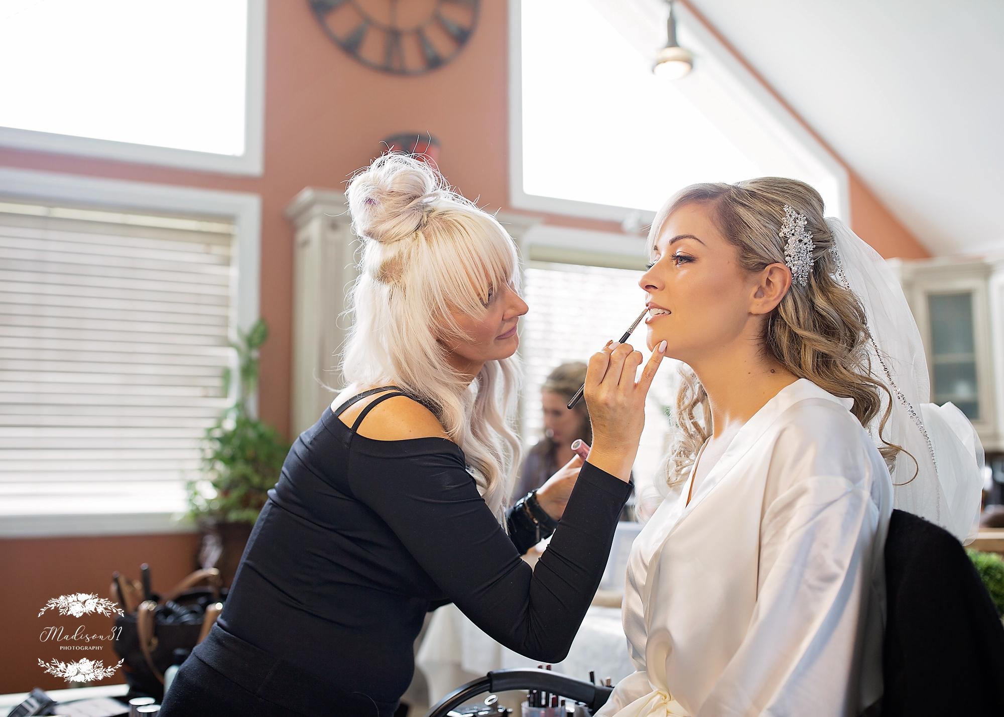 Getting Ready Bride_0417 copy.jpg