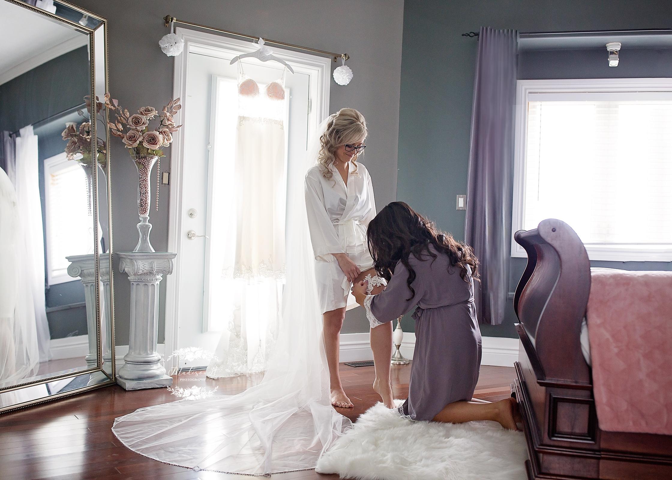 Getting Ready Bride_0174 copy.jpg