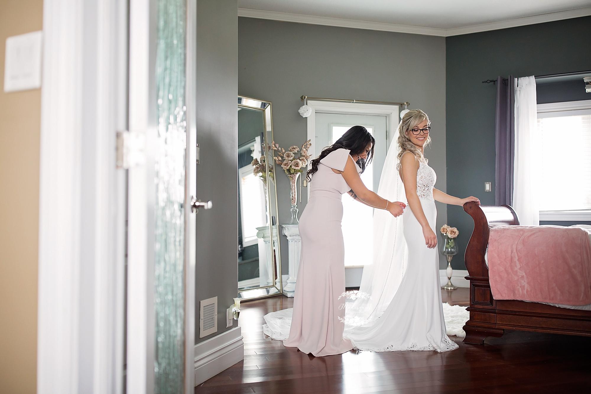 Getting Ready Bride_0512 copy.jpg