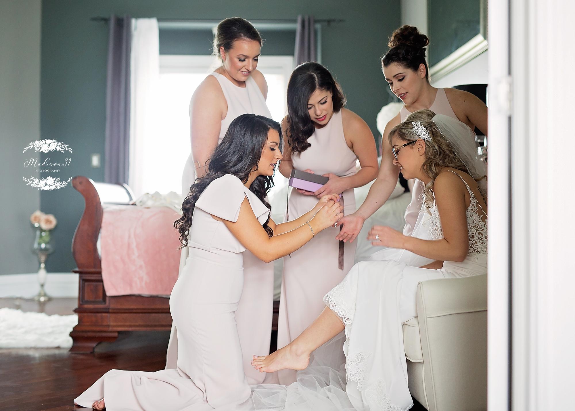 Getting Ready Bride_0583 copy.jpg