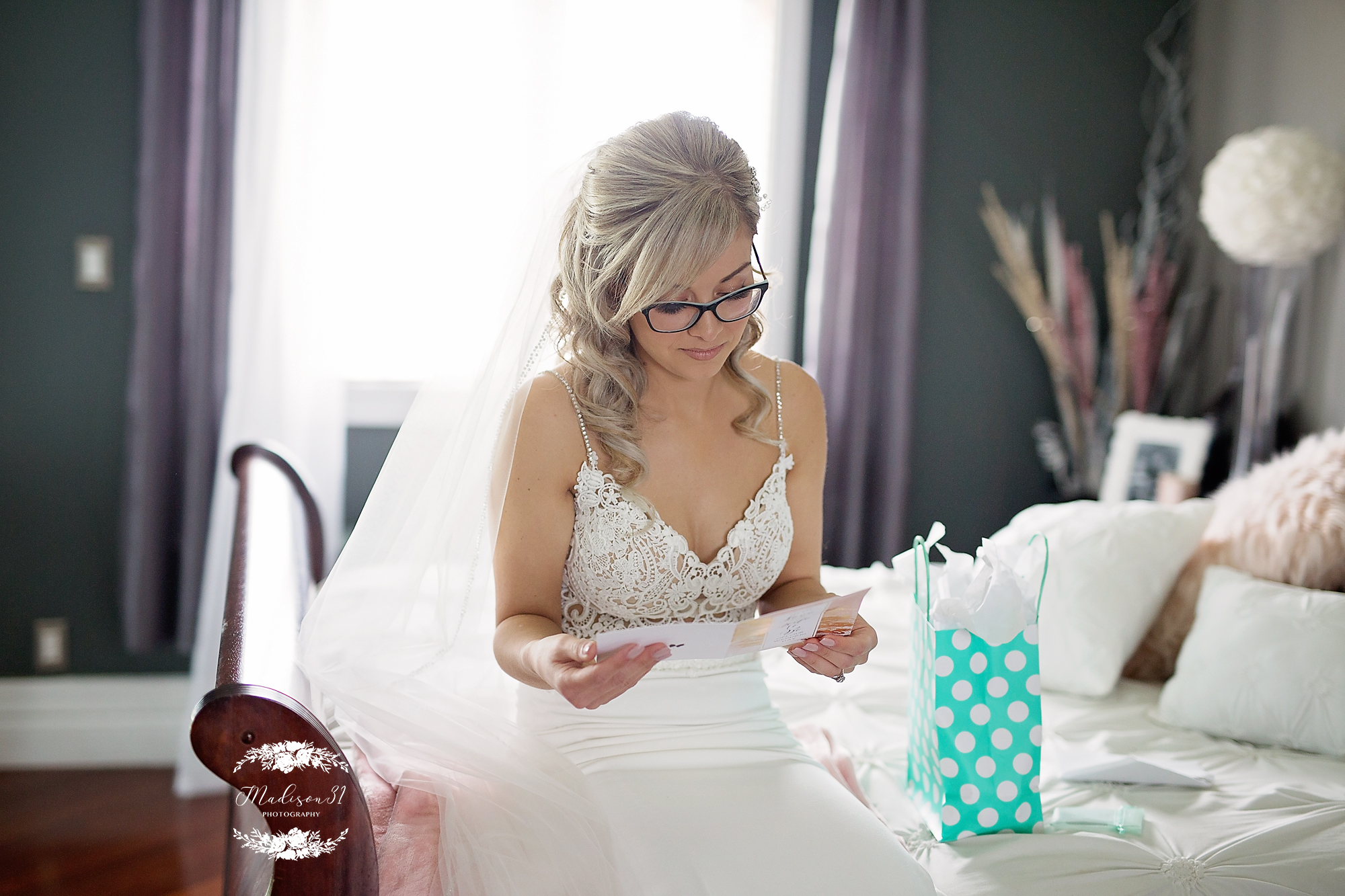 Getting Ready Bride_0629 copy.jpg