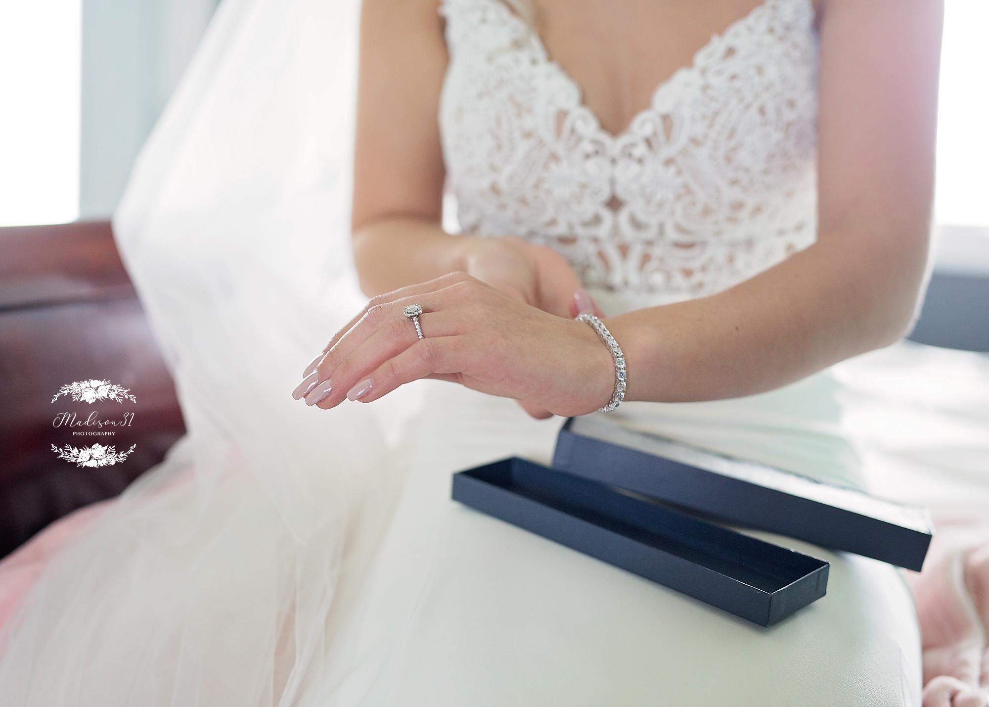 Getting Ready Bride_0639 copy.jpg