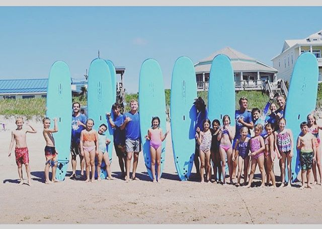 We had a blast with @surfcityparksandrec and their 2018 summer camp. So much laughter and so many shakas! Look forward to the next crew 🤙🏽🤙🏽🤙🏽 #surfcitysurfschool #surfing #lessons #surfcity #nc #topsailisland #waves #fun
