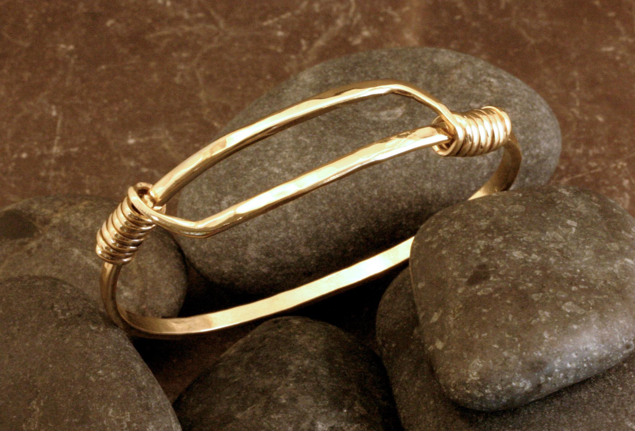 A 14K gold SR bracelet