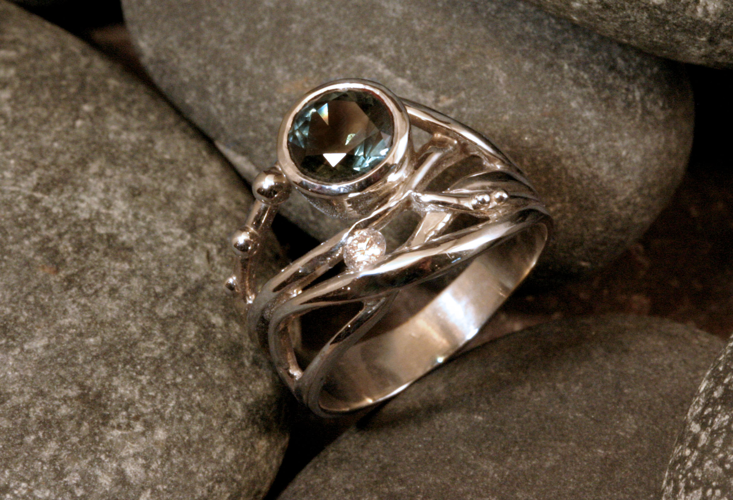 14K white gold seaweed ring with blue Montana sapphire and diamond accent