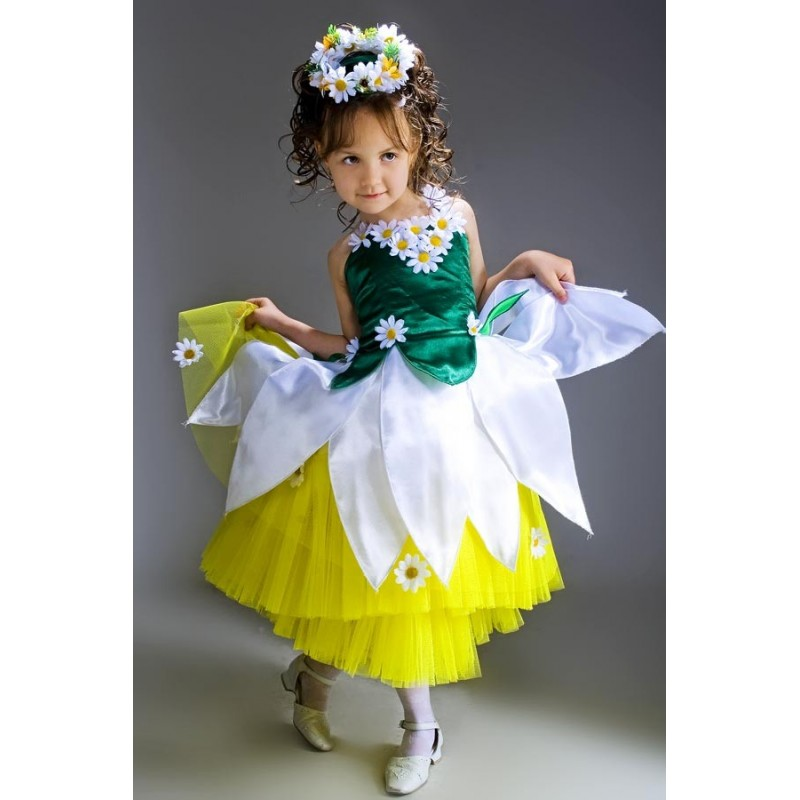 I love this photo of a little girl dressed as a Chamomile flower!