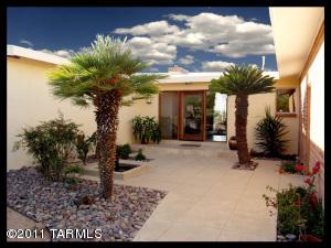 front yard desert home image