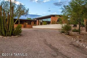 side yard desert home image