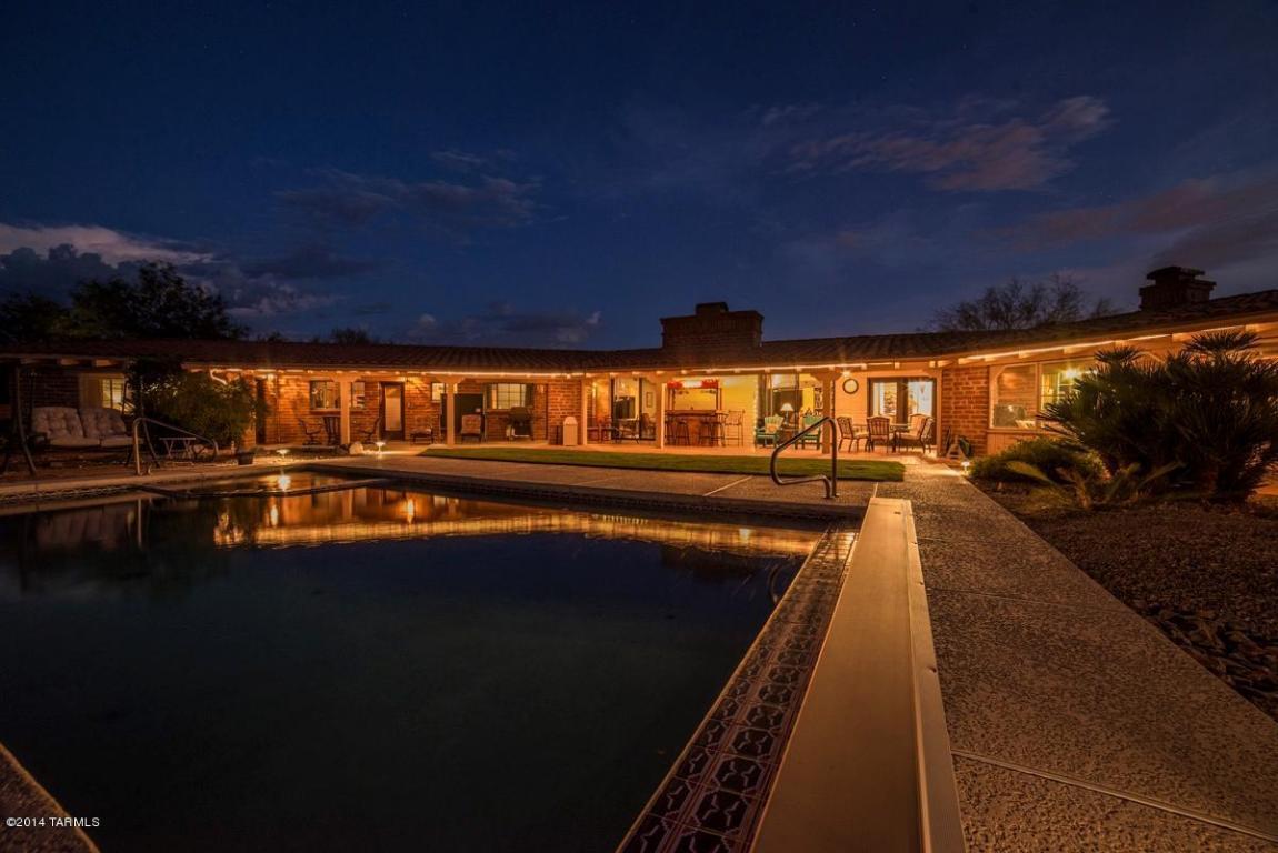 desert home at night image