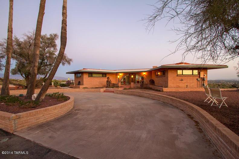 desert home driveway image