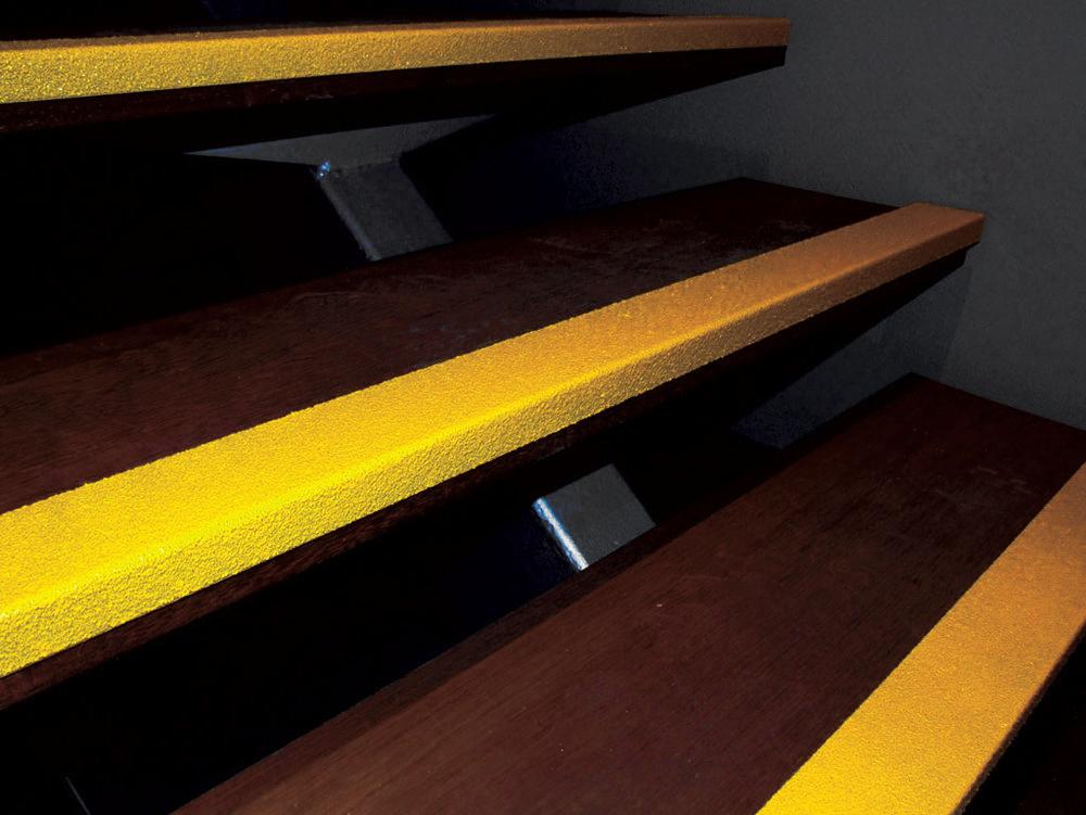 Carborundum-angeled-nosing-on-steps---DSCF0600.jpg
