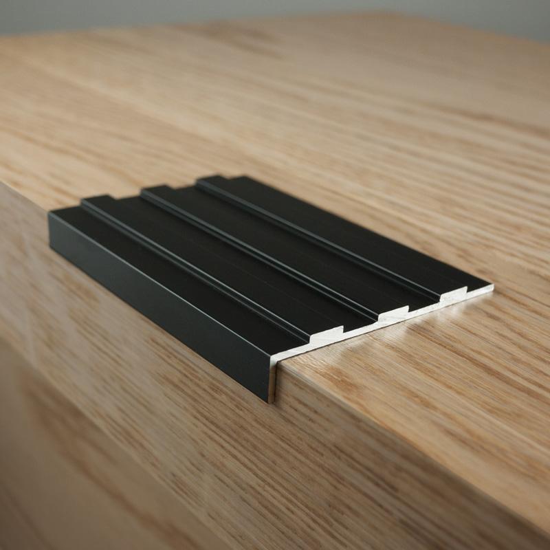Black Tread Angle