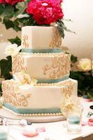 minneapolis-silk-florist-wedding-cake-flower-topper.jpg