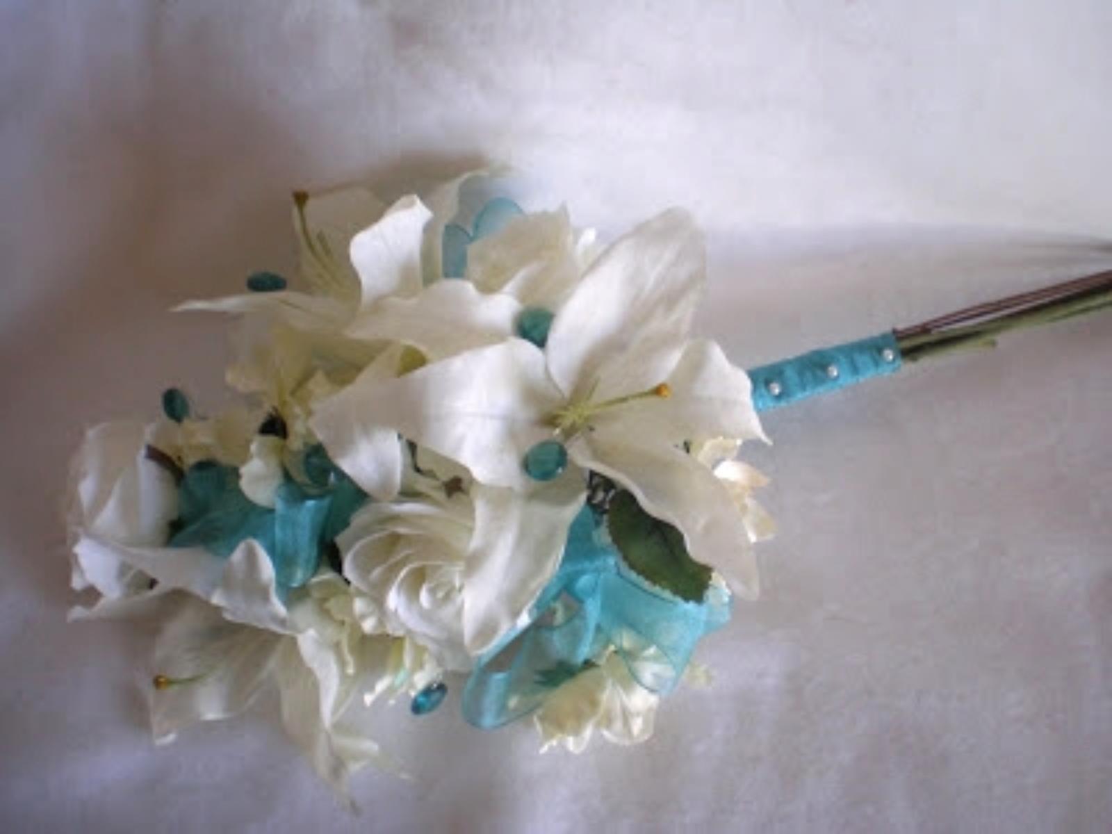 minneapolis-presentation-bridesmaid-bouquet-silk-wedding-flowers.jpg