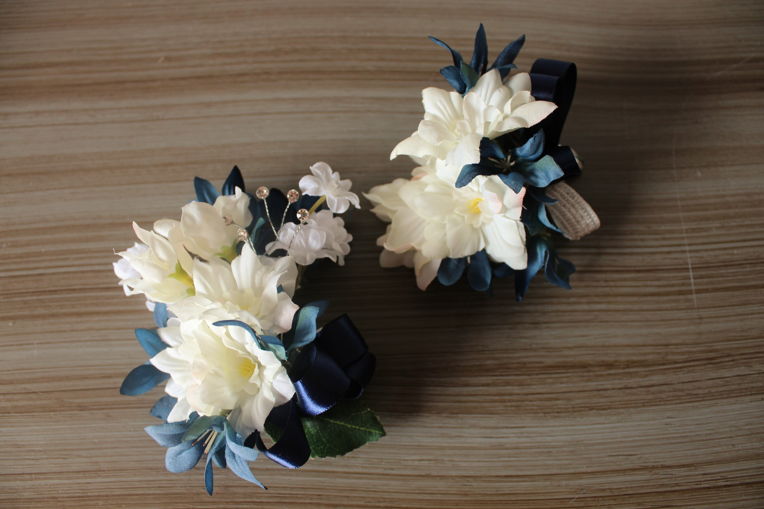 minneapolis-silk-wedding-flowers-corsages.jpg