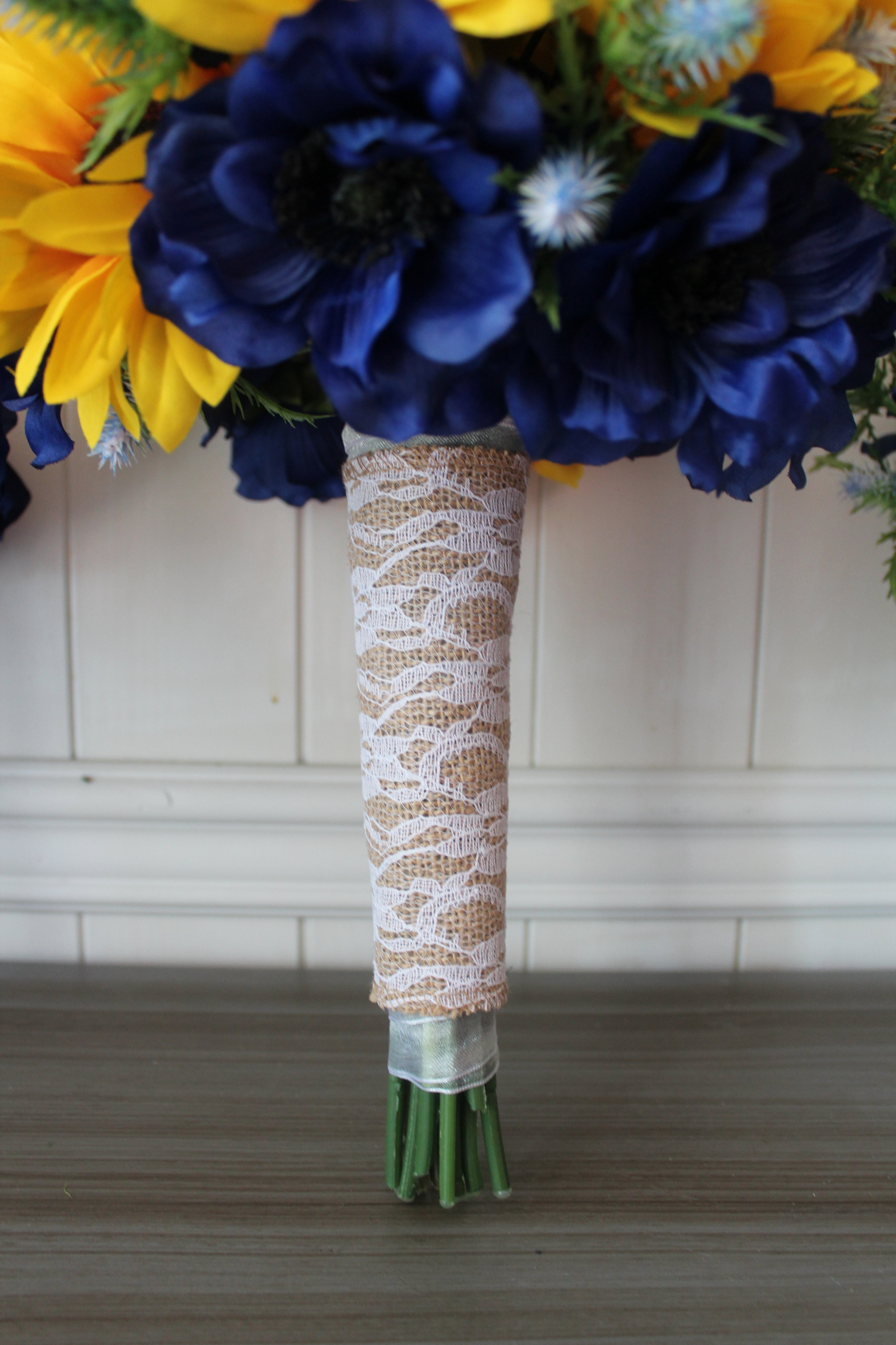 Bouquet detail with burlap and lace.