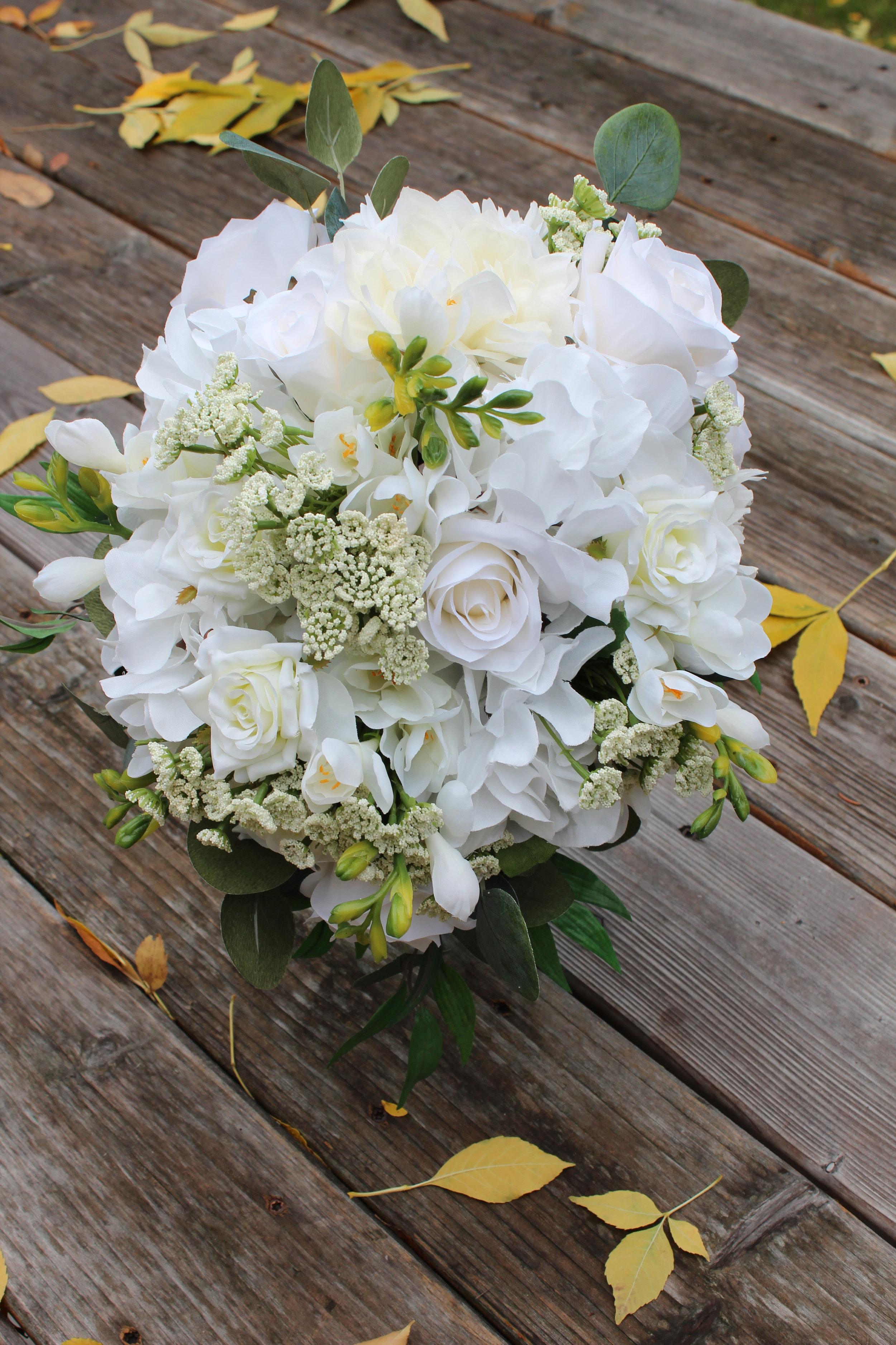 Roses, Freesia, Hydrangea, Dahlia, Queen Anne's Lace, Eucalyptus, Smilax